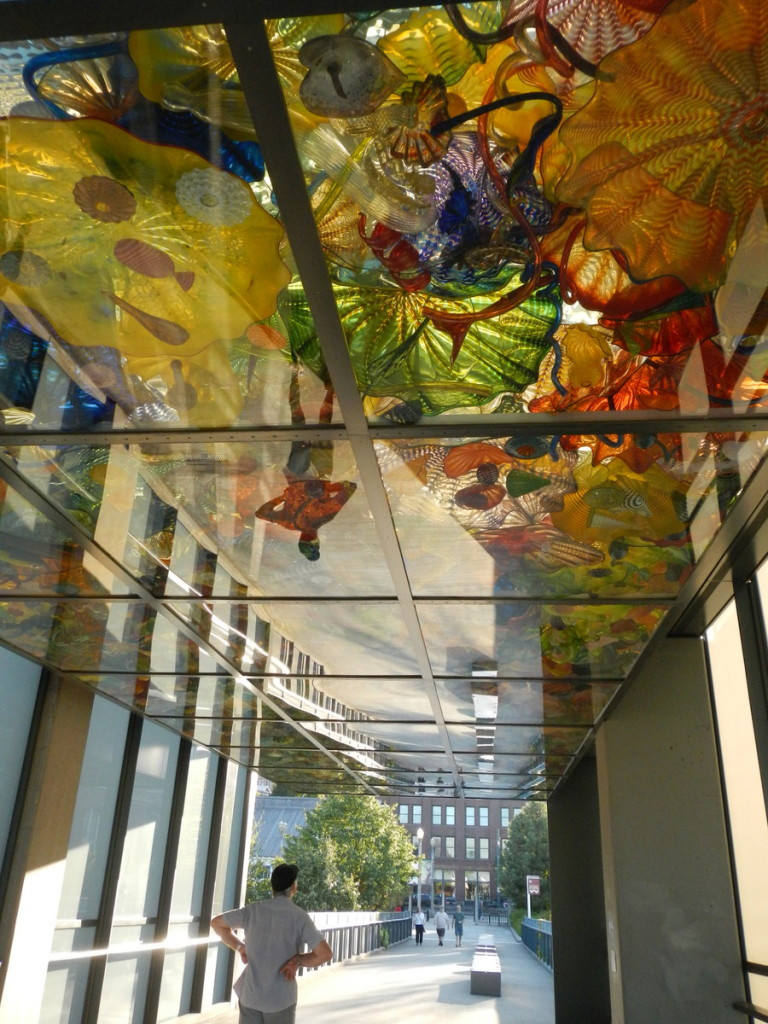 A roof over the walkway ... again Dale Chihuly