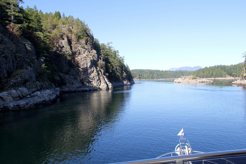 Narrow entrance to Gorge Harbour