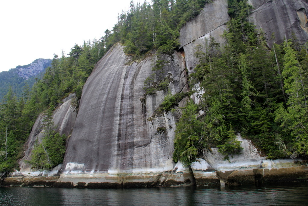 Rock formation in Watson bay that becomes a waterfall