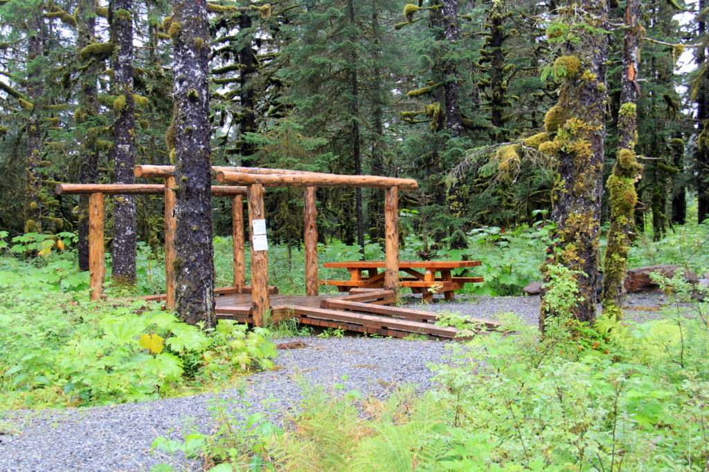 Platform for campers with a struckture for a tarp and a bench and table - very neat