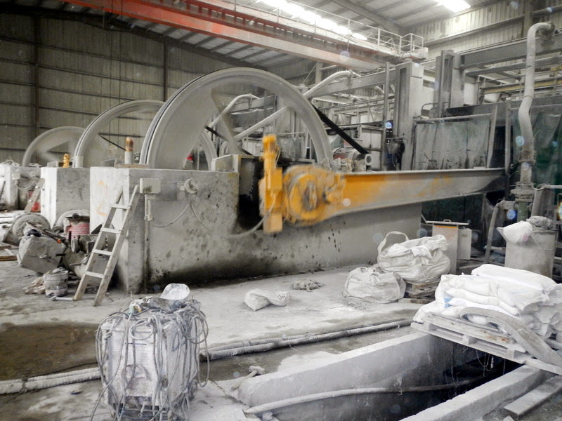 Massive blades working on granite slabs at the factory
